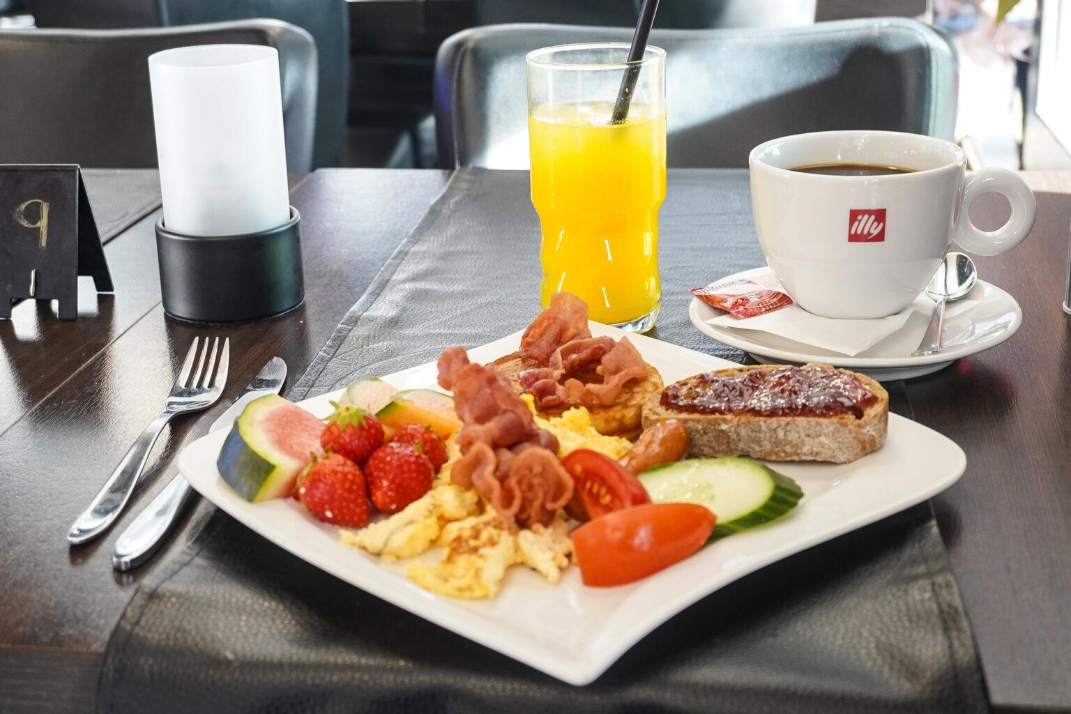 Café Friends brunch buffet dinnerlust menukort morgenmad caféer restaurant aalborg 9000