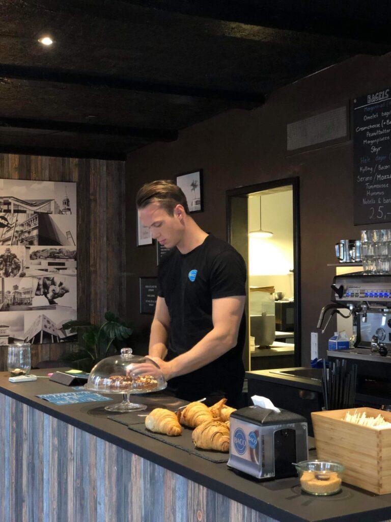 baco nørregade 1 aalborg menukort åbningstider dinnerlust emil kjær bag om facaden din genvej til en god oplevelse café restauranter 9000 kaffe bagels klippekort